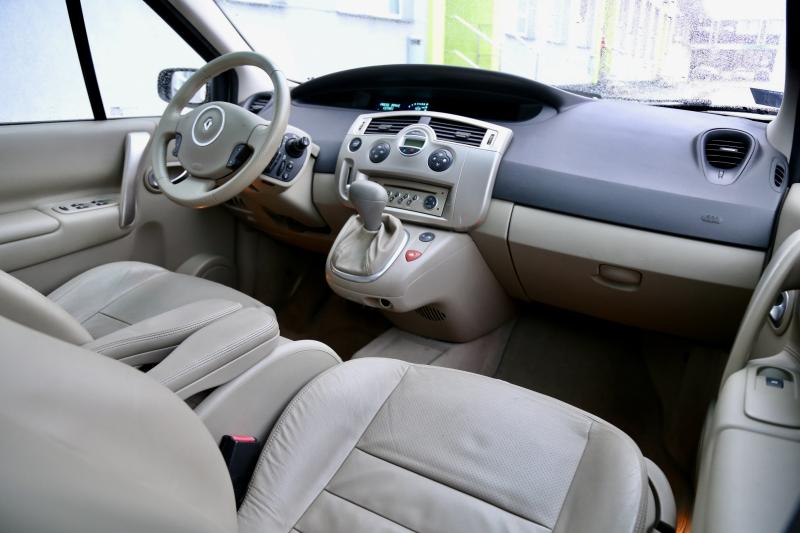 Renault - SCENIC - pic11