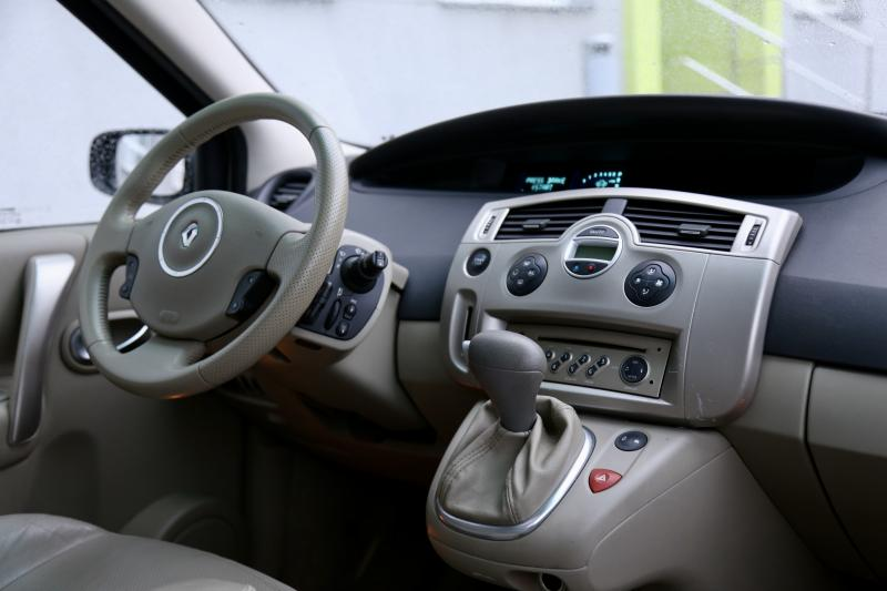 Renault - SCENIC - pic9