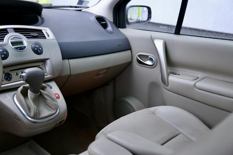 Renault - SCENIC - pic8